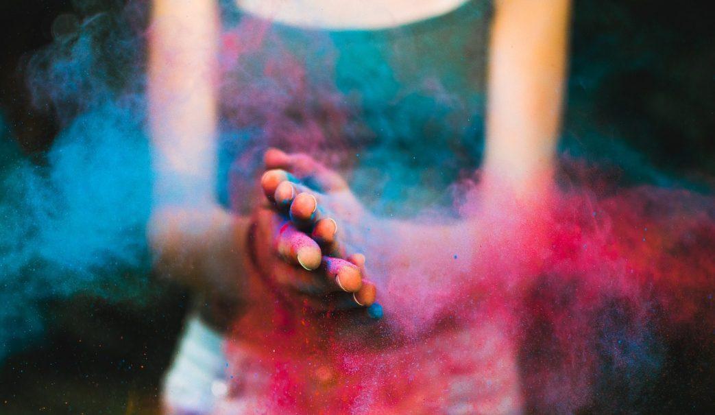 Hand clap coloured powder